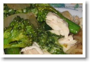 chicken and pasta recipe with broccoli and pesto